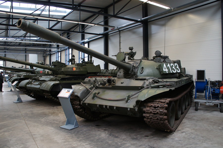 الدبابات القديمة العالم
