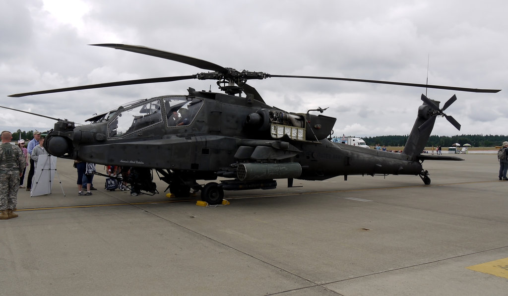 طائرات الاباتشي الحديثة والقديمة وما تحمل الاسلحه