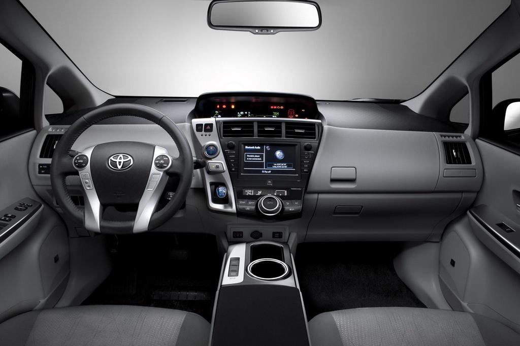 سيارة Toyota Pri2012 الداخل والخارج2012