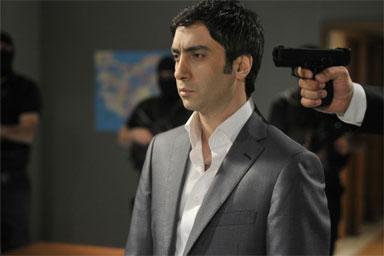 صور مراد علمدار بطل المسلسل التركي وادئ الذئاب