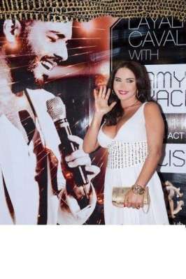 فستان المطربة اللبنانية الجمهور المسرح