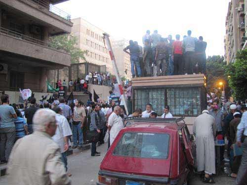 اقتحام السفارة الامريكية القاهرة