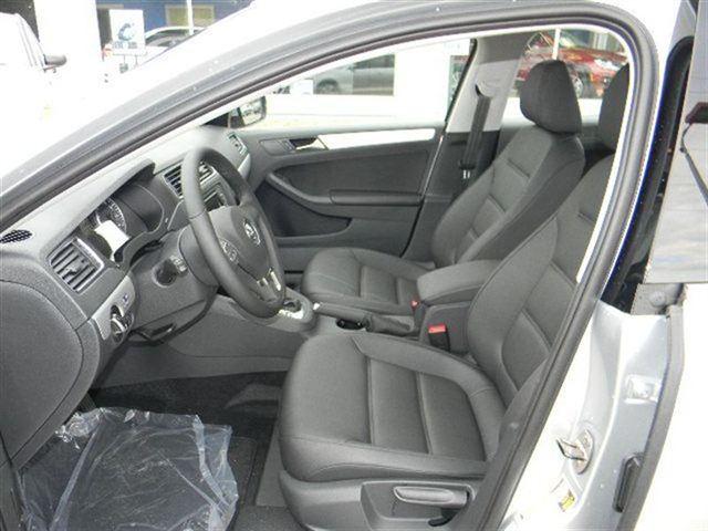 سيارة سيدان 2013 الداخل والخارجVolkswagen Jetta Sedan2013