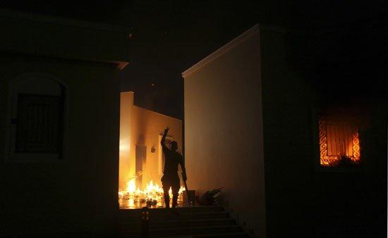 بالصور احراق القنصلية الامريكية بنغازي احتجاجا الفليم