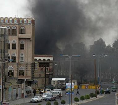 اقتحام واحراق السفارة الامريكية صنعاء الخميس 13/9/2012