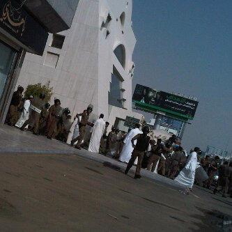 متظاهرين سفارة الامريكية الرياض بالصور غاضبين سعوديين السفارة
