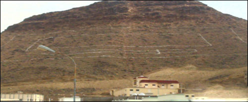 صور أكبر علم سعودي مضئ جبال عسير بالصور