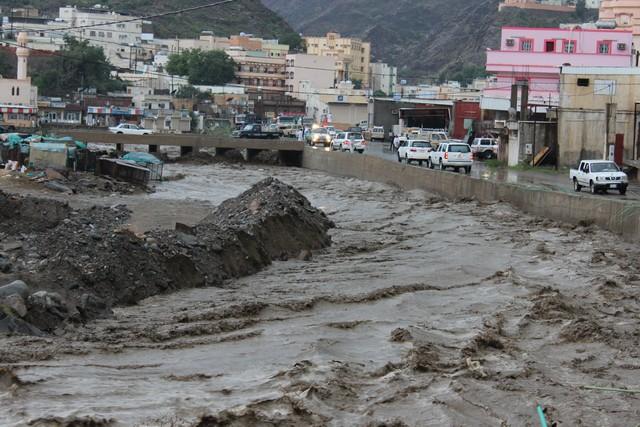 محافظة الدائر يعرضون انفسهم عبورهم السيول امطار محافظة