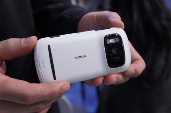 هاتف نوكيا 808 PureView جديد يسبق مثيل بكاميرا