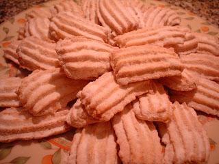 حلويات جزائرية لعيد الاضحي بسكويــت اللـــوز2013