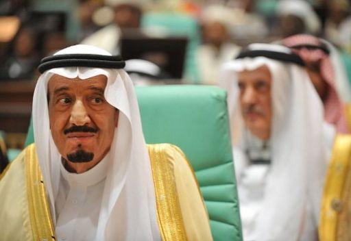 سعوديون يناشدون العهد للافراج المفكر الشهير الحمد المسجون