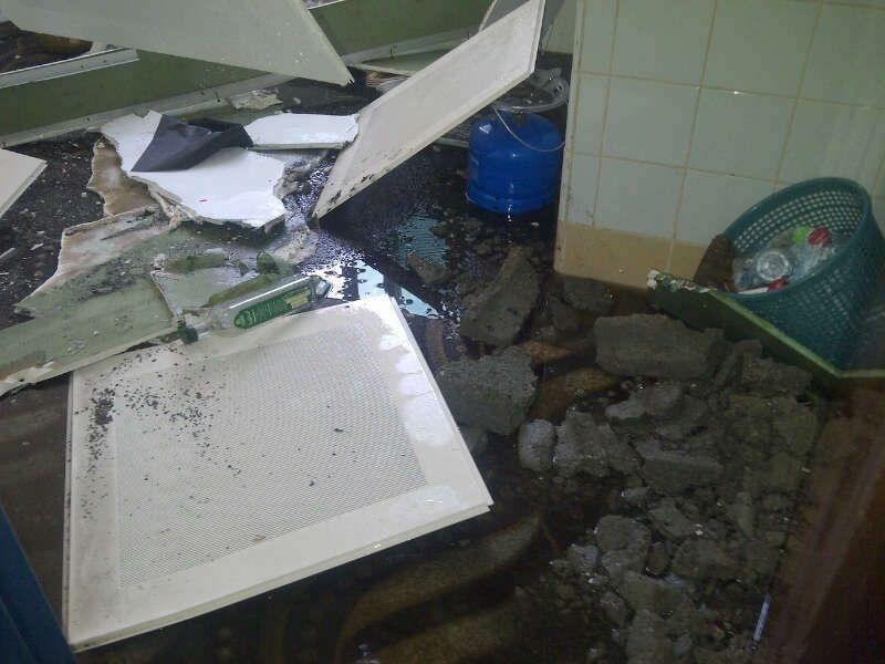 انفجار انبوبه بالباحة انفجار أنبوب الباحة السقف ومستودع