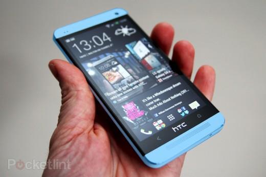 باللون الأزرق هاتف HTC One الجديد