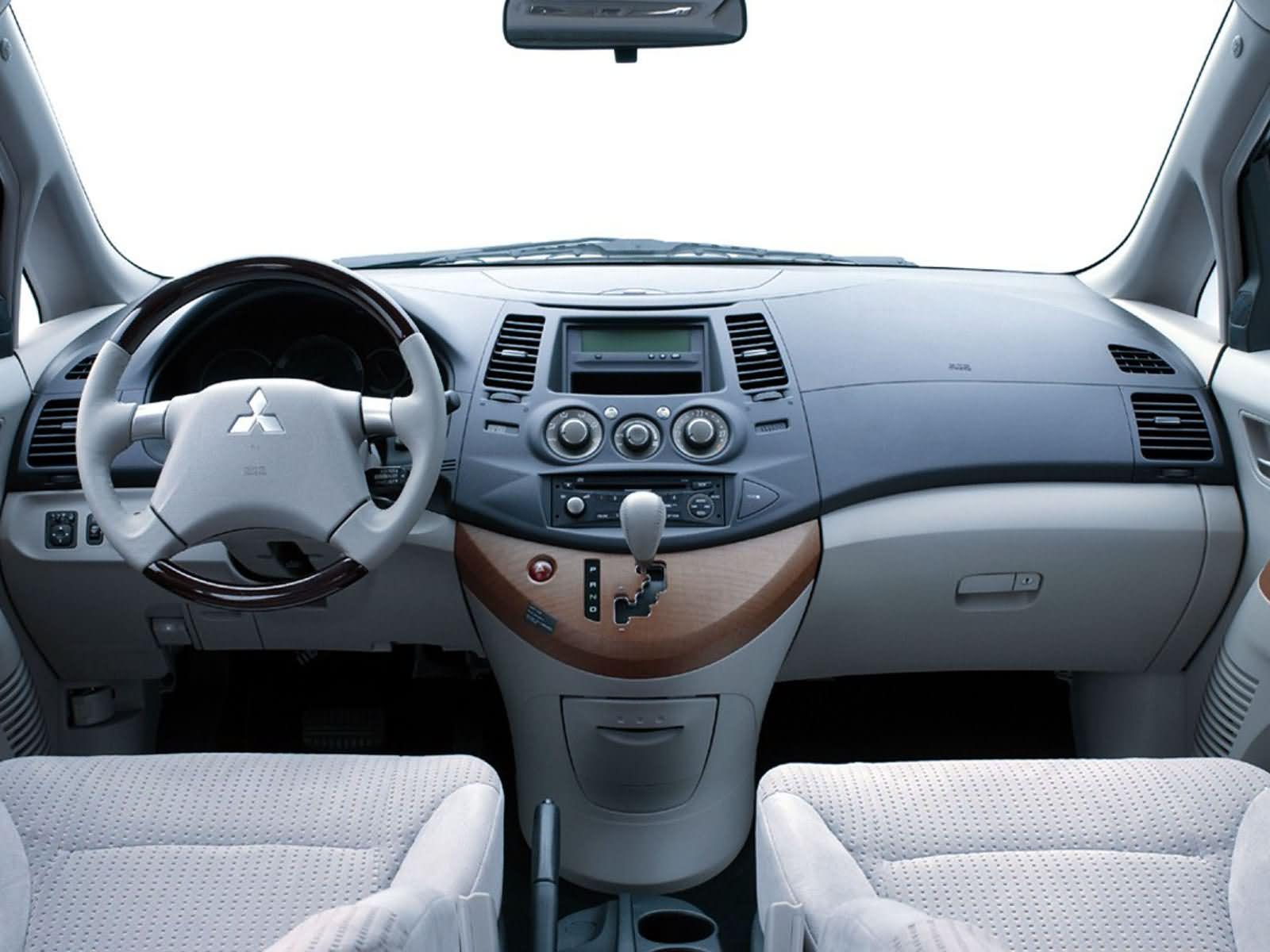 ميتسوبيشى جرانديز 2012 Mitsubishi Grandis