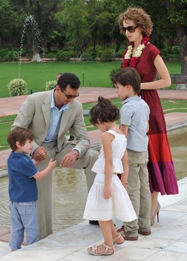 الاسد عائلته