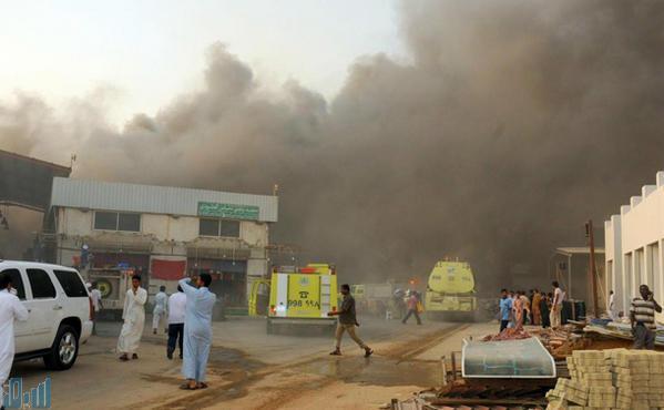 حريق صواريخ جدة صور فرق الاطفاء تكافح حريقا