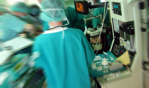 بمستشفى